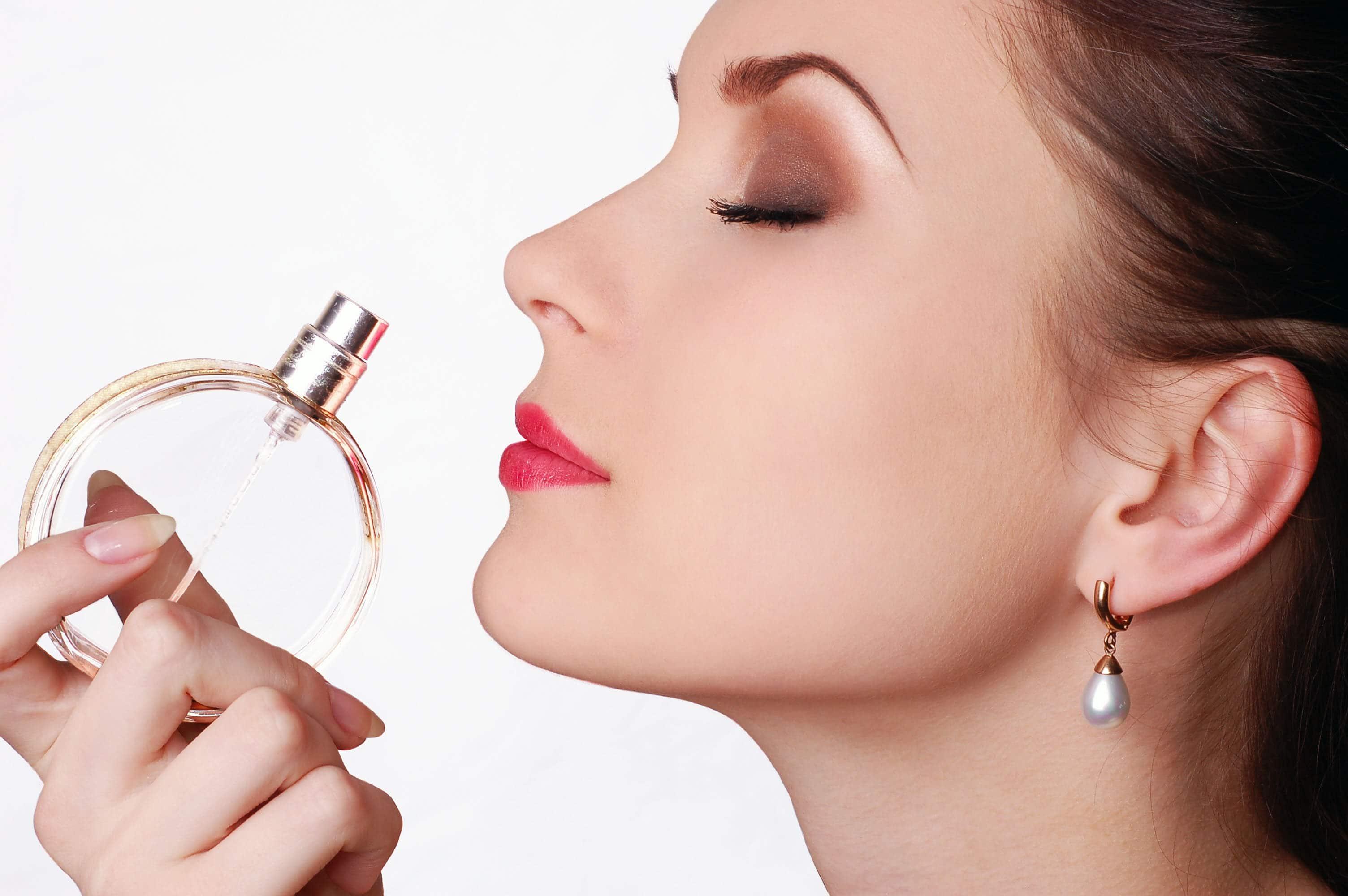 perfume bolso de maquillaje